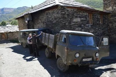 ウシュグリ村の風景(メスティアから車でウシュグリ村へ)【ジョージア(グルジア)Georgia:საქართველო】