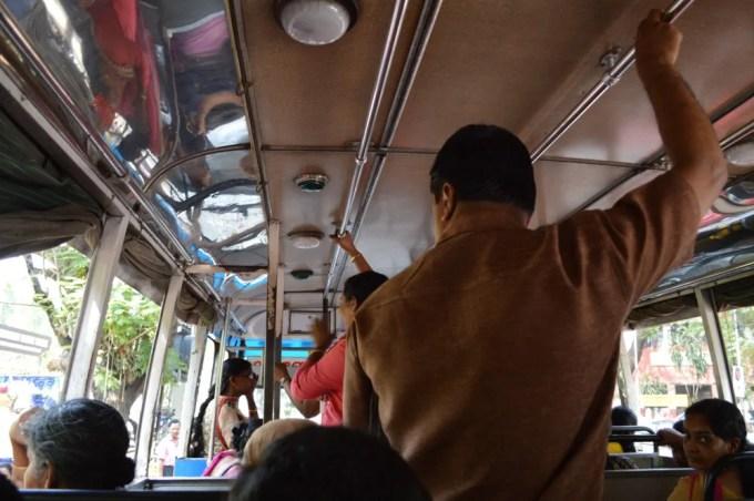 バスでLuLu Mallへ(南インド・ケララ州5)
