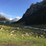 絶景の谷「アルティン・アラシャン」へのトレッキング(5時間半)【キルギス旅⑤】