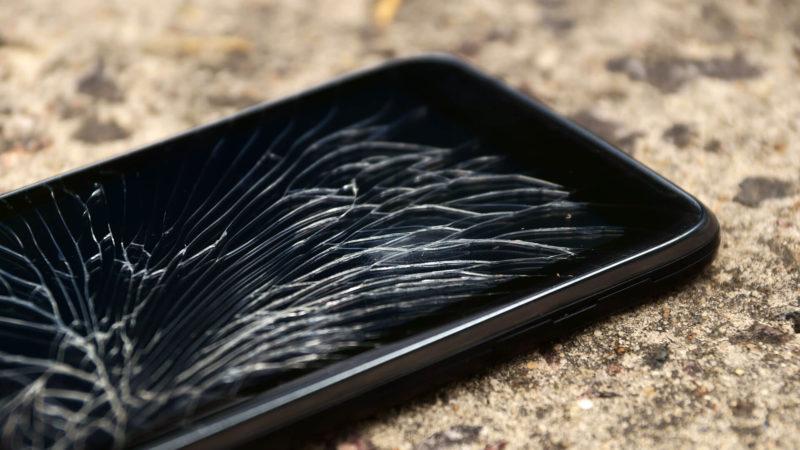 smartphone-mobile-broken-cracked-ss-1920