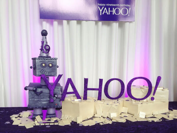 yahoo-19-birthday-robot-1401278337