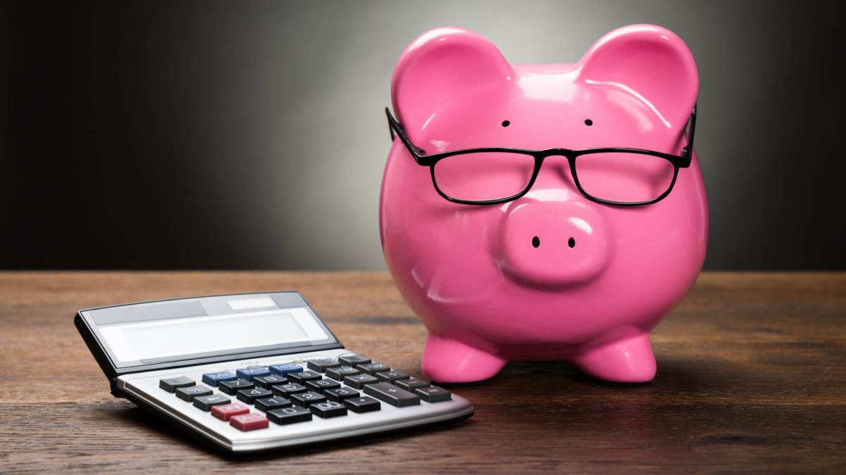 piggybank-calculator-budget-286872272-ss-1920
