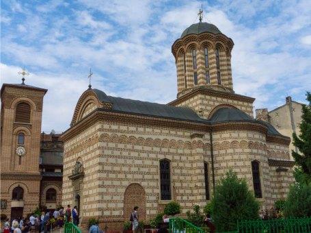 Chiesa della vecchia corte e la piazza di Sant'Antonio