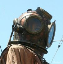 The Diver, close-up