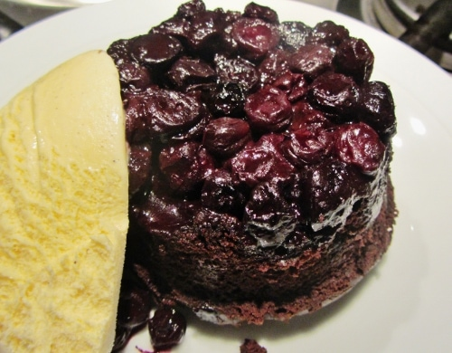 Blueberry chocolate upside down cake (500x390)
