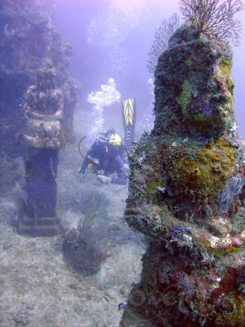 bali-pemuteran-diving-sea-rovers-temple-garden