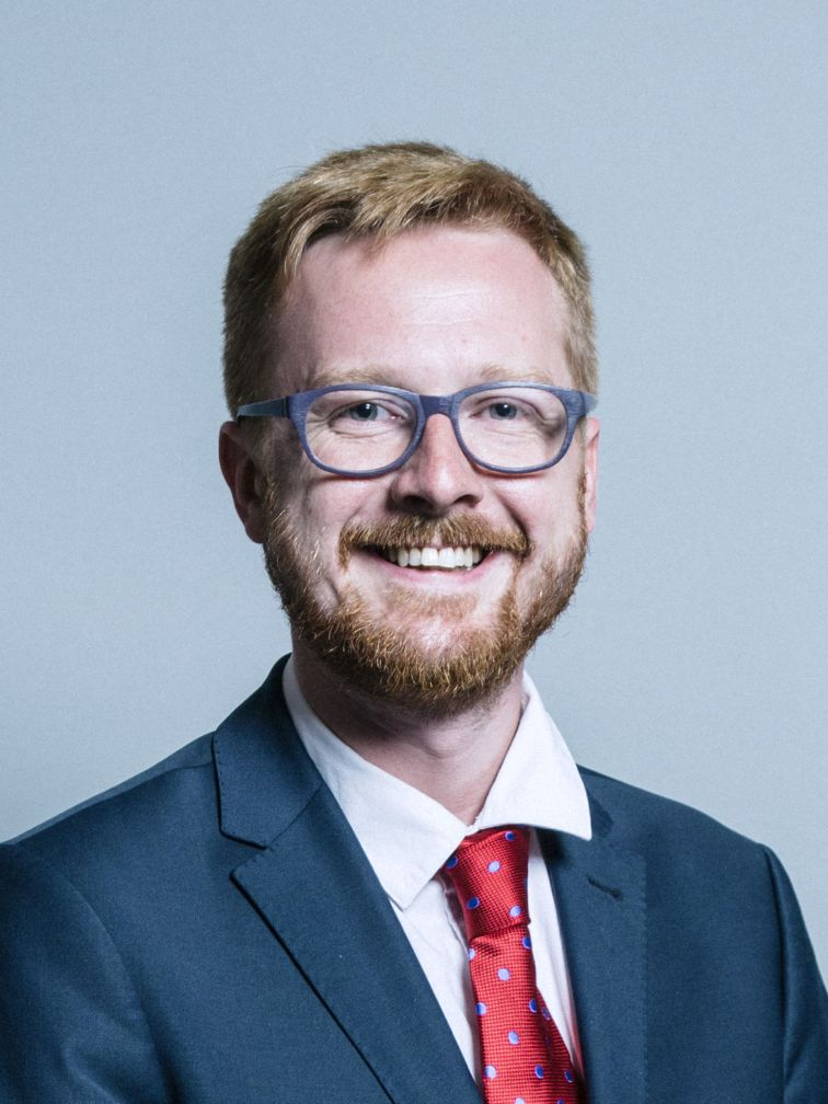 Official_portrait_of_Lloyd_Russell-Moyle_crop_2