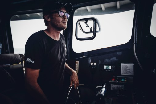 180711-OJC-SA-Cpt-Chris-steers-the-Bardot-making-ready-to-anchor-_66A6543