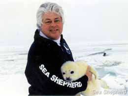 editorial_120327_1_1_Paul_Watson_with_Seal_Pup
