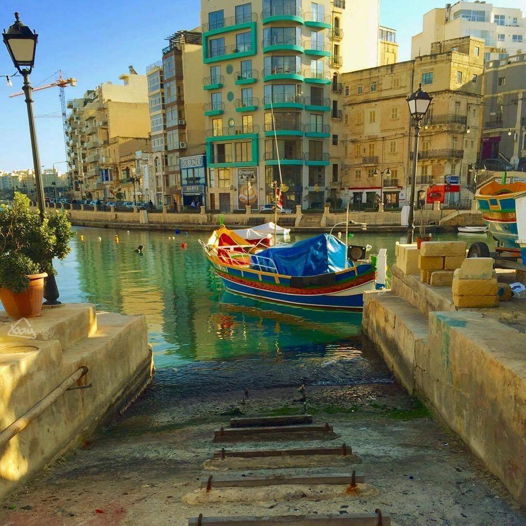Things to do in Sliema - Enjoy a walk along the promenade