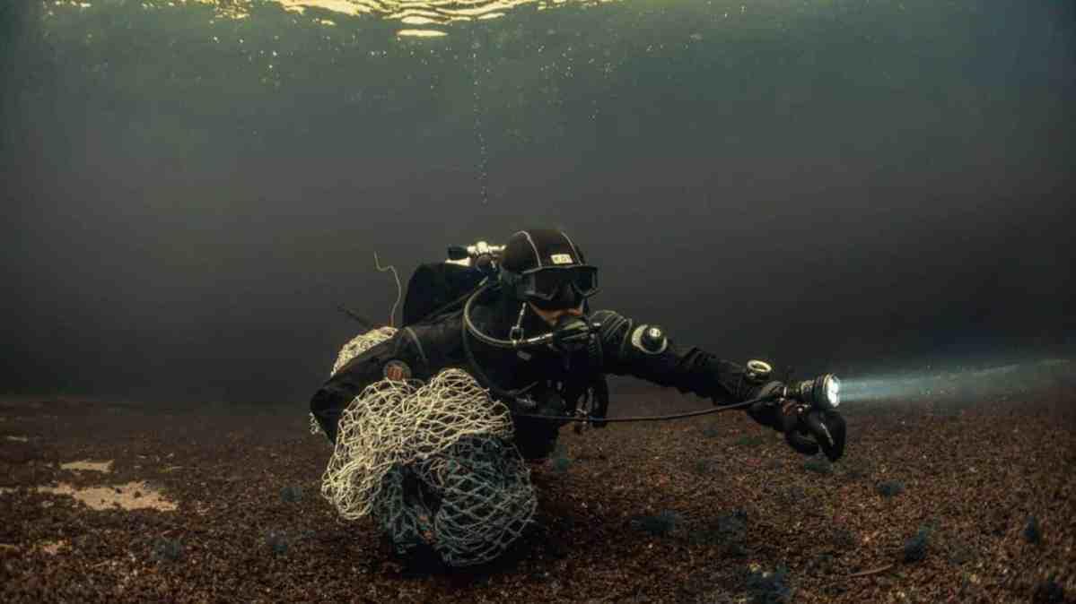 Die Taucher von Ghost Fishing befreien das Meer mühsam und per Hand von Geisternetzen. Ehrenamtlich. Aus Überzeugung.