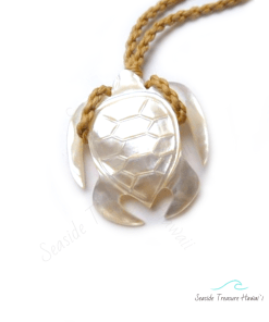 whit mother of pearl turtle necklace