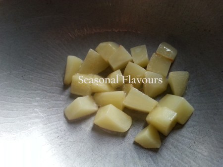 Fry diced potatoes for cabbage curry recipe
