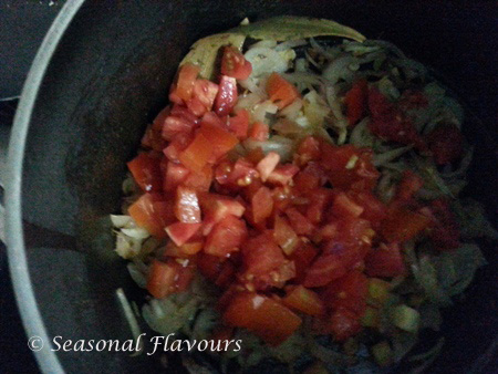 Add tomatoes for yellow peas ghugni curry recipe