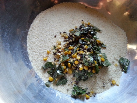 Add tempering to roasted semolina for suji idli recipe