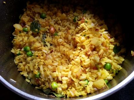 Poha Upma Recipe Maharashtrian | Kanda Batata Poha With ...