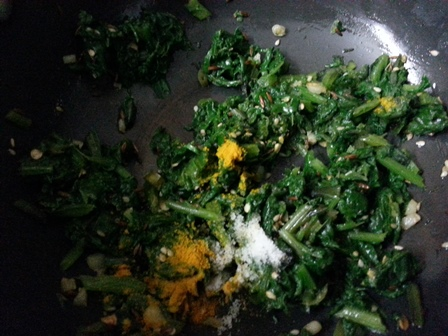 add seasoning to spinach for Indian raita recipe