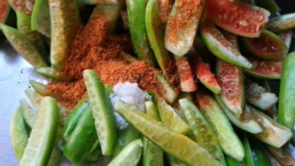 Add spices to dondakaya for tindora recipe with besan