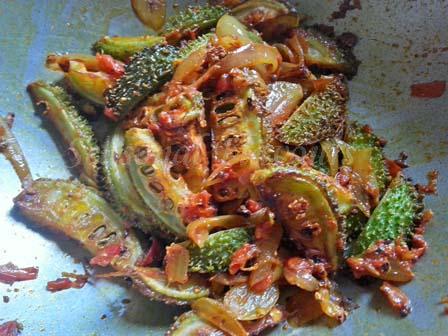 add fried aakakarakaya slices for Aa Kakarakaya kura recipe