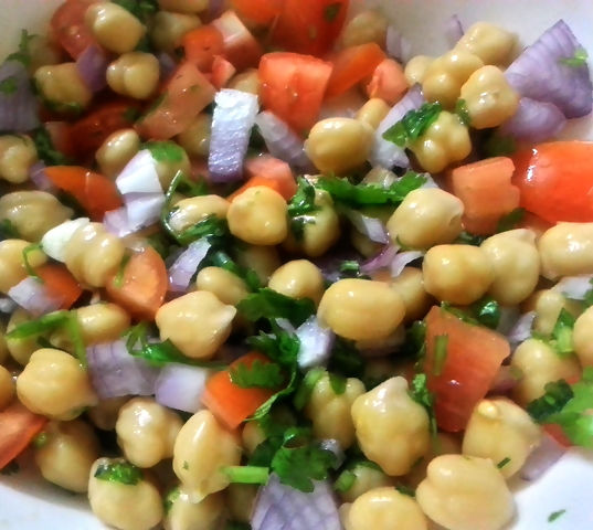 Summer salad with chickpeas recipe
