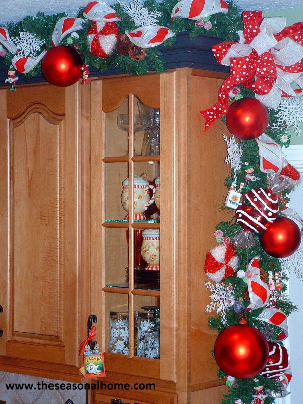 Kitchen Cabinets Christmas Decoration Ideas