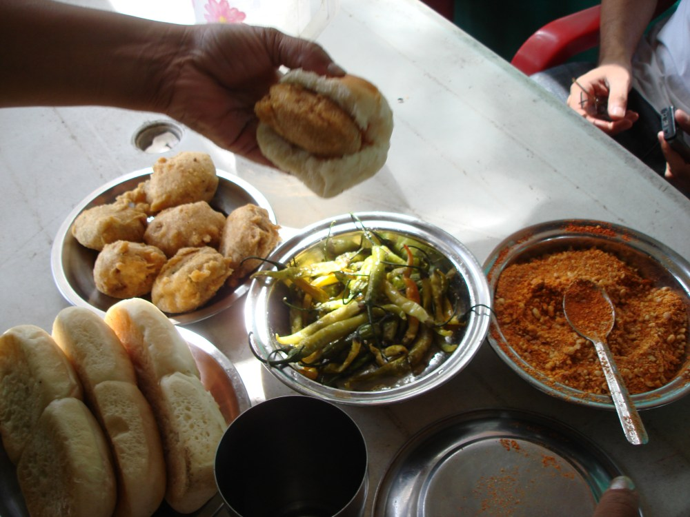First Stop - Shri Ram Best Vada at Shirwal (5/5)