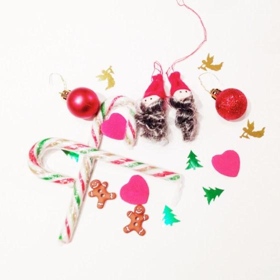 "<img src=""holiday-decorations.jpg"" alt=""Holiday Decorations"" />"