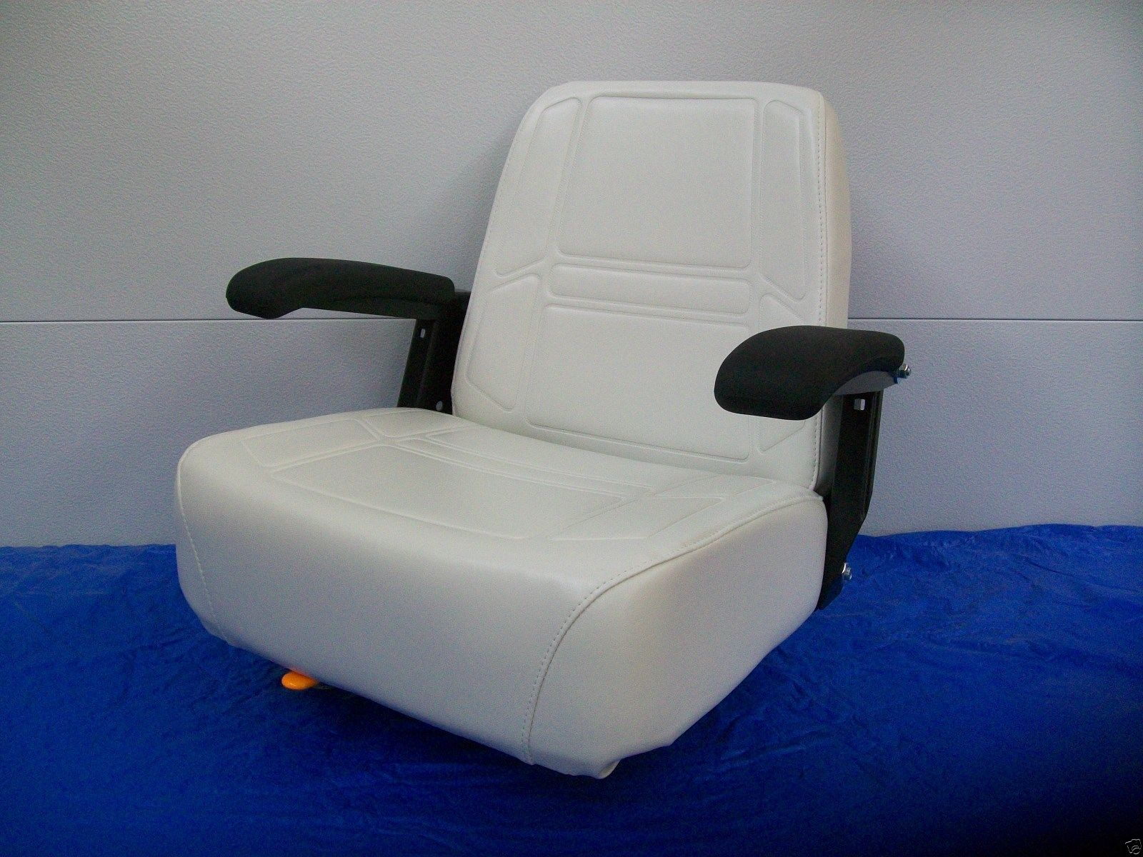 hight resolution of deluxe white comfort ride seat w flip up armrests dixie chopper zero turn mowers jc