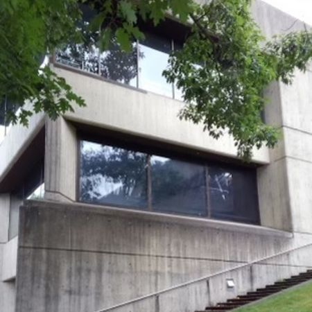 moderate glass use building example