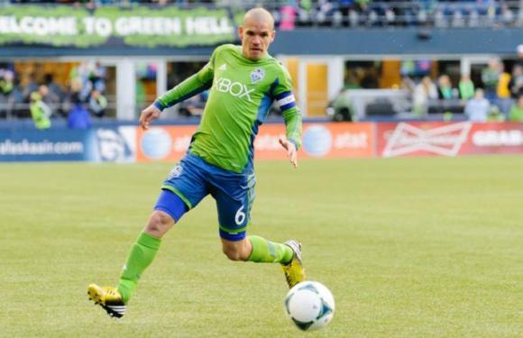 Sounder original Osvaldo Alonso signs with Minnesota United
