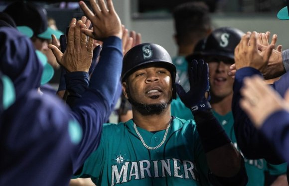 Mariners Edwin Encarnacion traded to Yankees