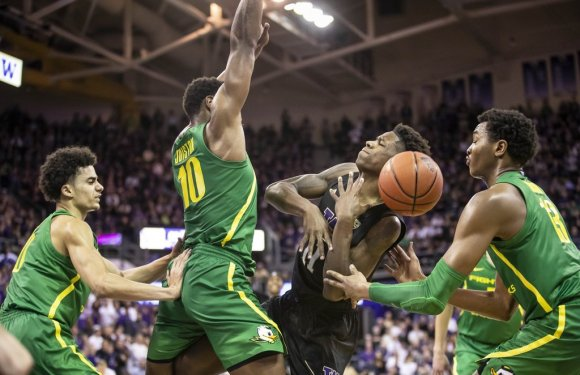 Huskies earn split, but unable to put away #8 Oregon