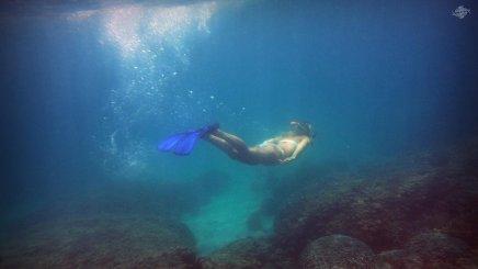 Renee Blundon at a Reef off Cost of Mbudya Island 1920 x 1080