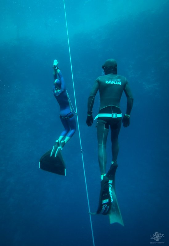 Sahika Ercumen freediving in blue hole in Dahab