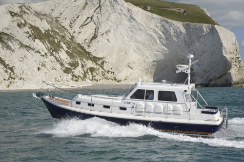 small resolution of the latest seaward nelson 35 e18 twin screw all weather motor cruiser at speed off the needles