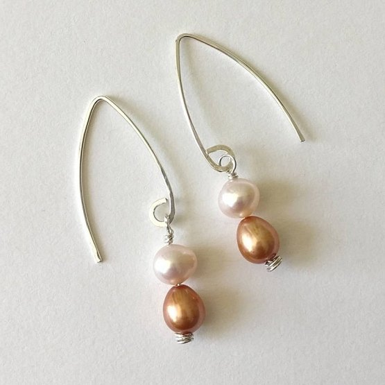 image of apricot and peach freshwater pearl earrings