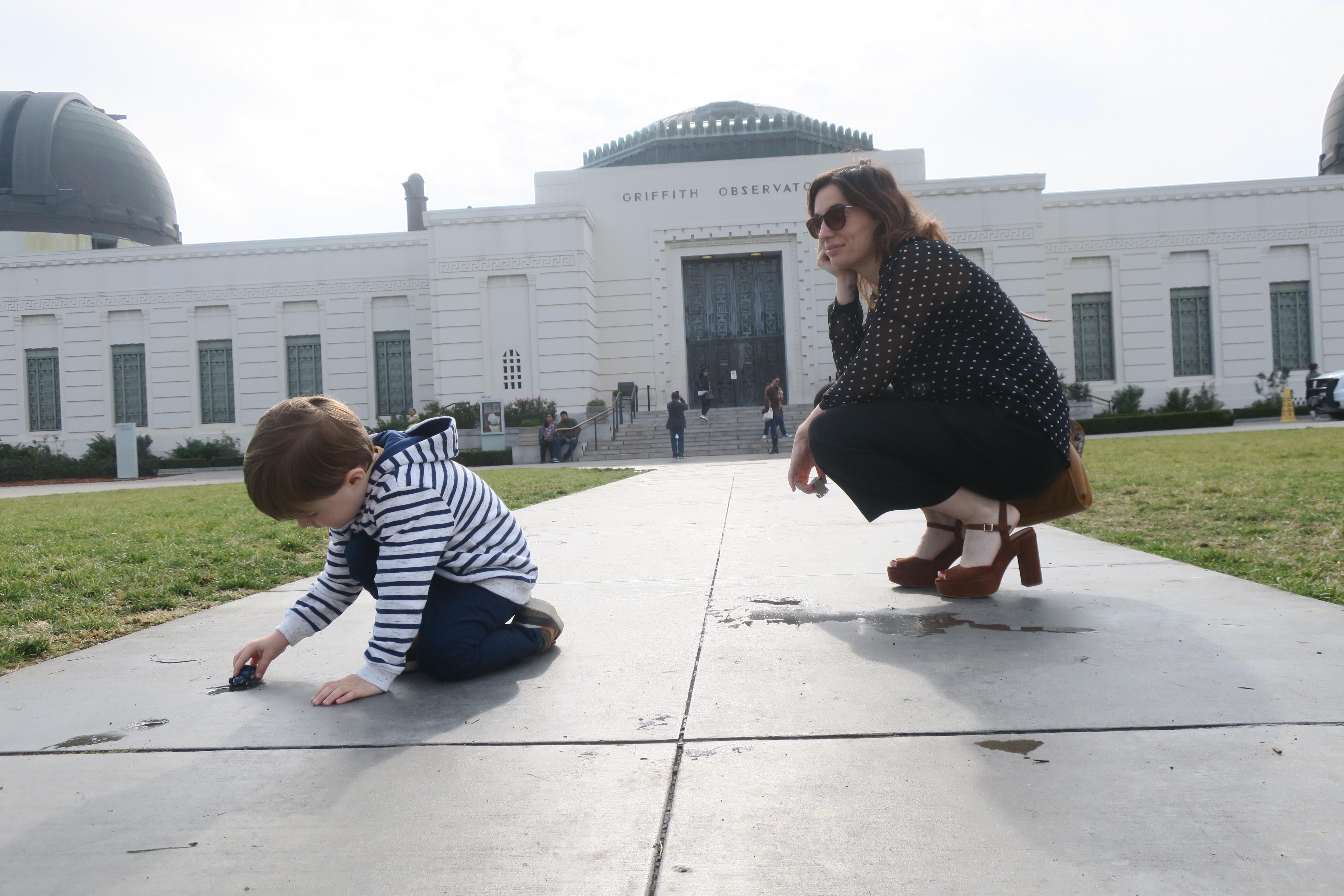 Enfant qui joue au Griffith Observatory
