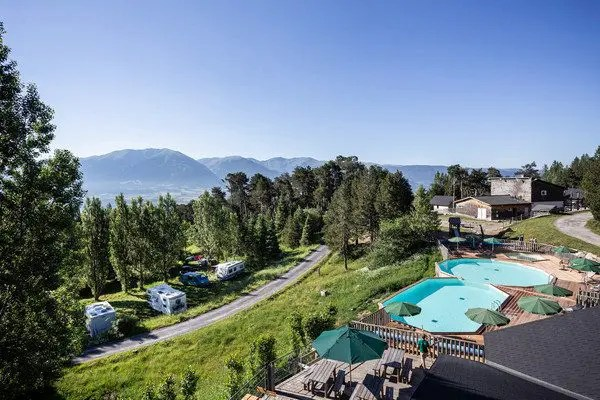 huttopia à la montagne: camping avec piscine