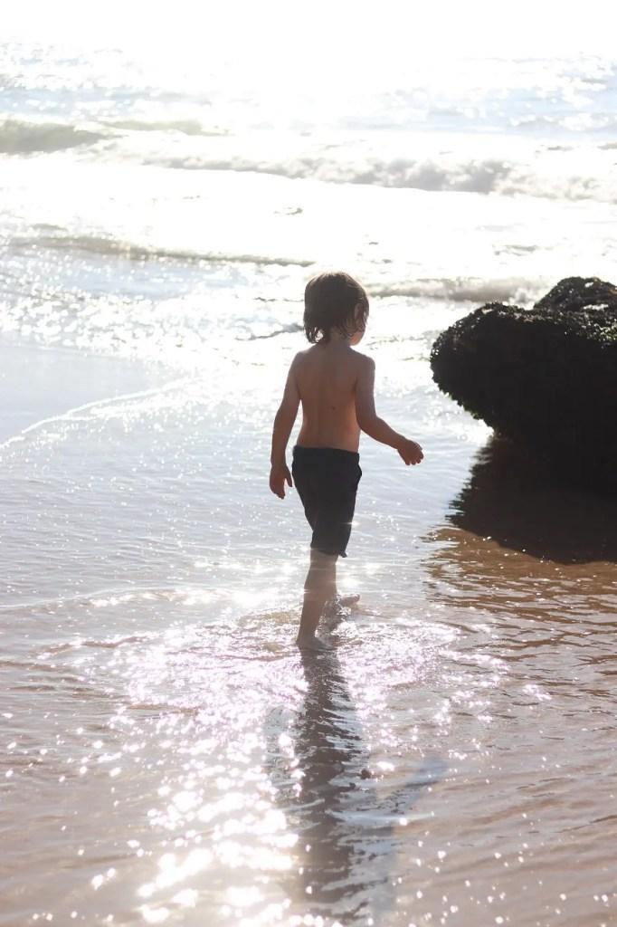 azenhas do mar au portugal est doté d'une petite plage sauvage