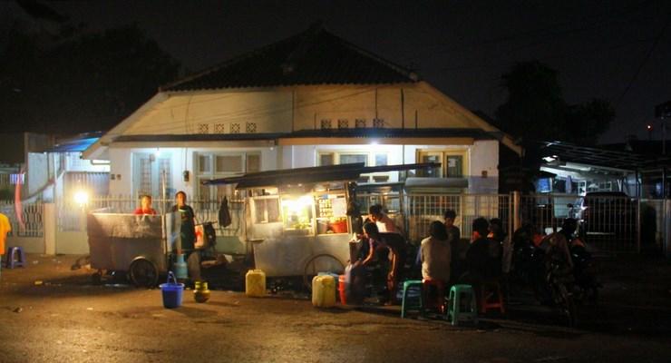 Tempat Makan Malam Pinggir Jalan di Bandung