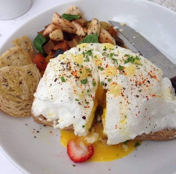Meringue Sandwich and Omelette