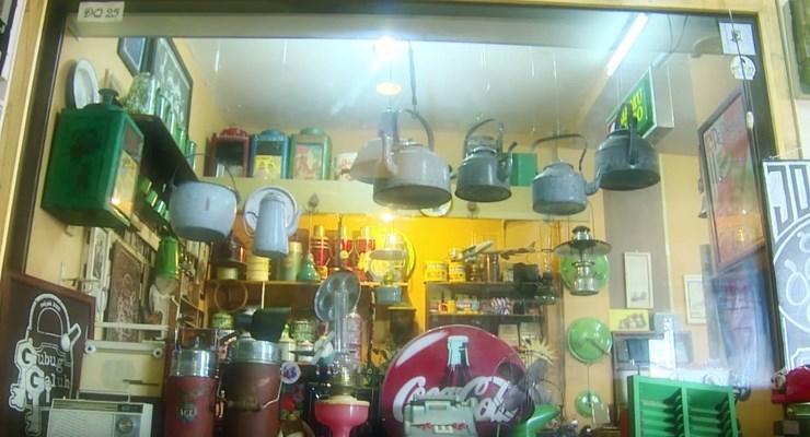 Kios Barang Antik Di Pasar Cikapundung Bandung