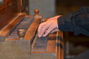 Sébastien Maigne : mains sur le clavier