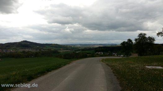 Alpen-Panorama Kirschblüten Radklassik