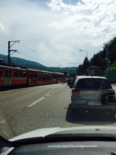 Trenino quasi contromano..