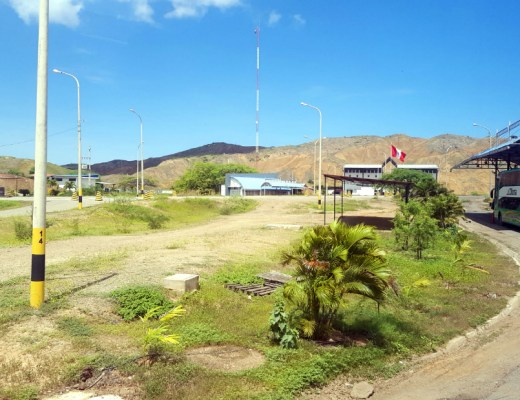 Crossing the border from Peru to Ecuador by bus