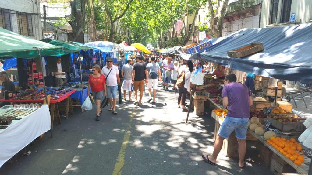 La Feria de Tristán Narvaja in Montevideo