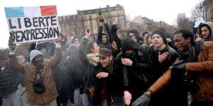des-manifestants-du-jour-de-colere-en-train-de-faire-le_1586794_800x400