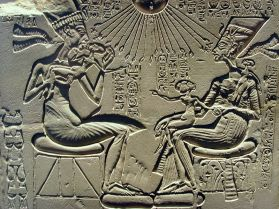Akhenaten-Nefertiti-and-their-children