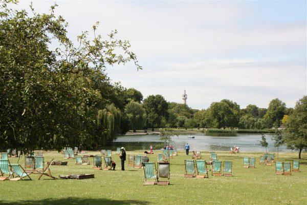 regents-park-london-lake-summer